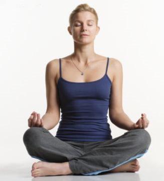 Postura fácil para meditar- Sukhasana – Prana Yoga – Monte Castro a8910d3b1baf